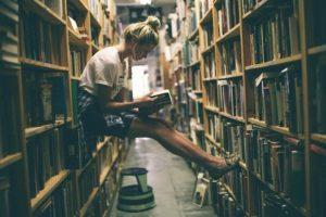 chica-en-libreria2